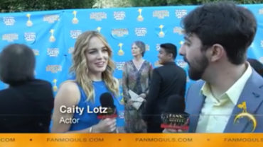 Fan Moguls TV : 41st Saturn Awards with actress Caity Lotz and host Zak Vaudo